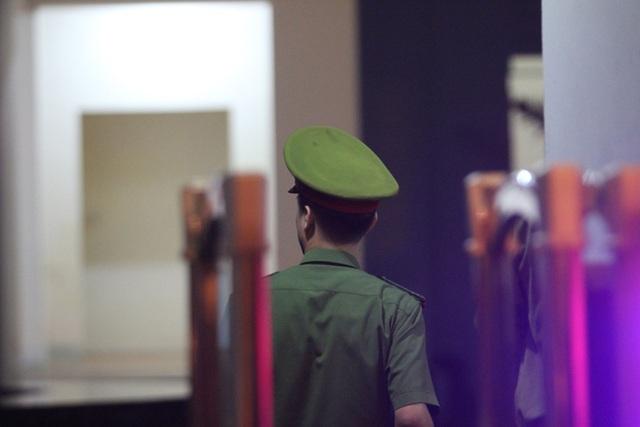 An ninh thắt chặt trong đêm, phục vụ rà soát điểm thi tại Sơn La - 8