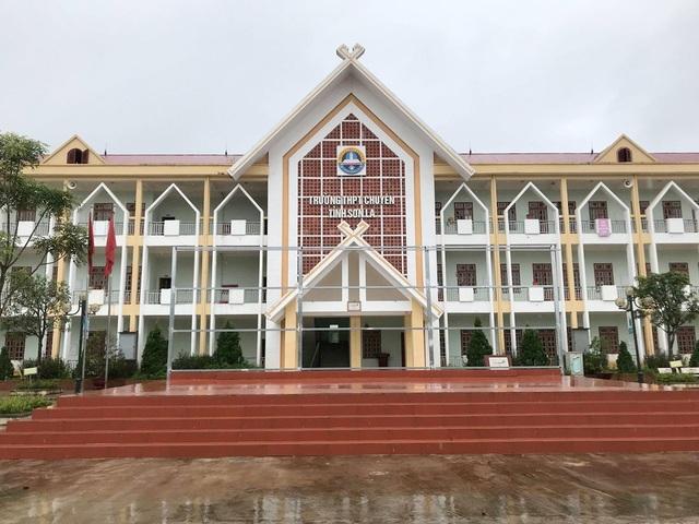 Đại diện trường chuyên Sơn La lên tiếng về chênh lệnh điểm giữa thi thử tại trường và điểm thi THPT quốc gia của một số học sinh của trường.