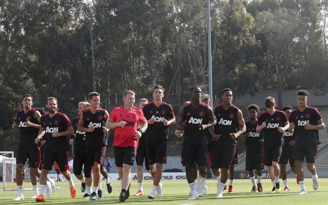 Các cầu thủ MU tập luyện ở Mỹ