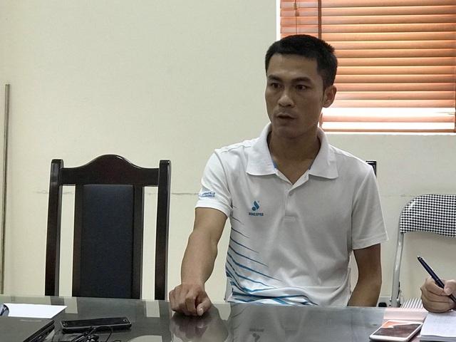 Thầy giáo Thanh Sơn chia sẻ với báo chí. (ảnh: Trần Thanh)