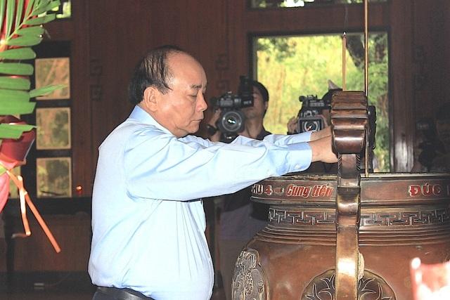 Thủ tướng dâng hương tưởng niệm Chủ tịch Hồ Chí Minh - 2