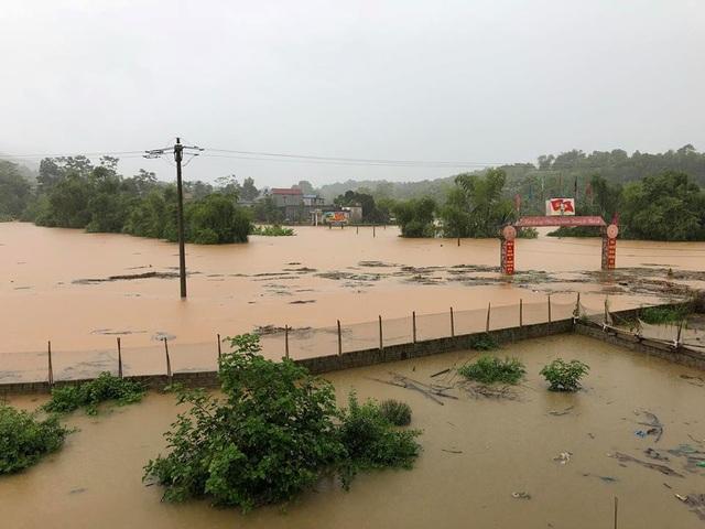 Mưa lũ gây ngập lụt ở huyện Văn Bàn.