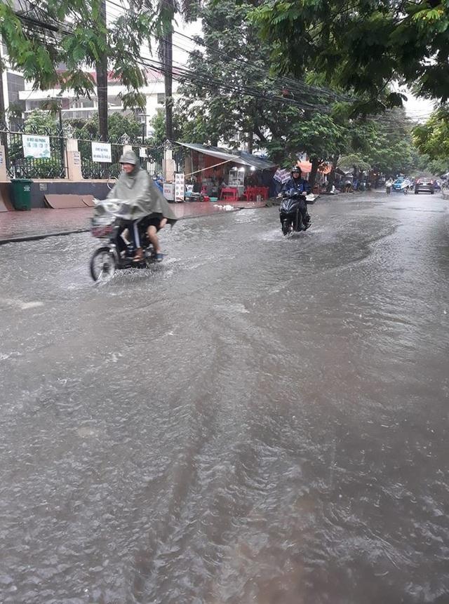 Cảnh ngập lụt cũng diễn ra tại TP Hải Phòng