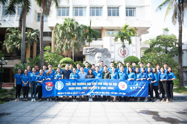 Sinh viên tình nguyện trường Đại học Văn hóa Hà Nội trước giờ lên đường đến với bà con vùng cao Pác Nặm.