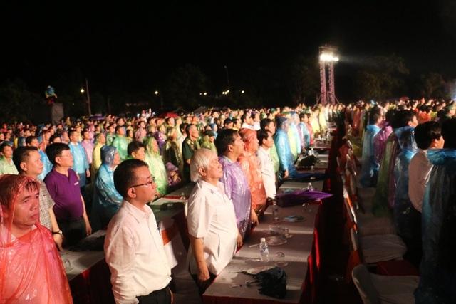 Hàng ngàn người dân xúc động khi Chiến thắng Đồng Lộc cách đây 50 năm được tái hiện chân thực, sống động.