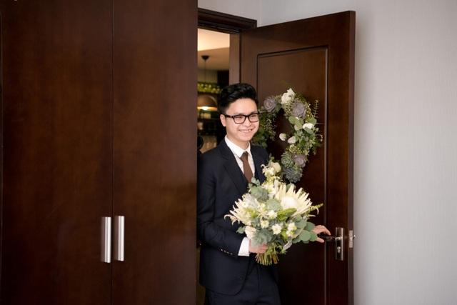 Sau những hình ảnh về cô dâu Tú Anh, hình ảnh chú rể Gia Lộc bảnh bao trong lễ vu quy cũng được chú ý.