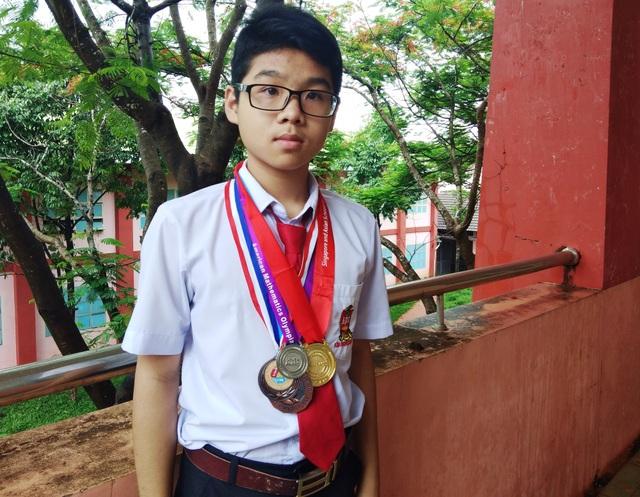 Cao Võ Nhật Minh đã giành rất nhiều các huy chương, giấy khen trong nhiều cuộc thi toán quốc tế.