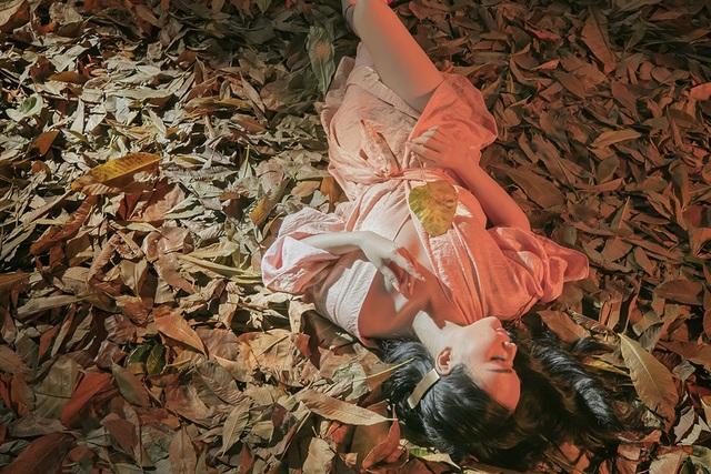 June gợi cảm trong MV Chân dung tôi (Ảnh: Đại Ngô)