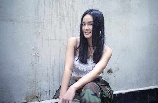 June Nguyễn năm nay chỉ vừa tròn 25 tuổi còn nhạc sĩ Quốc Bảo là 51 tuổi, khoảng cách tuổi tác đến 26 nhưng với cô tuổi tác không nói lên điều gì.