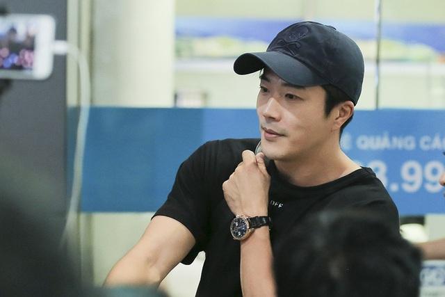 Nam diễn viên thu hút sự quan tâm của người hâm mộ trong lần đầu tiên đến Việt Nam