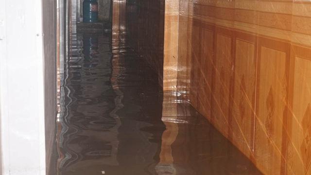 Hà Nội: Khốn đốn qua dòng nước trước cổng Bệnh viện K Tân Triều - 12