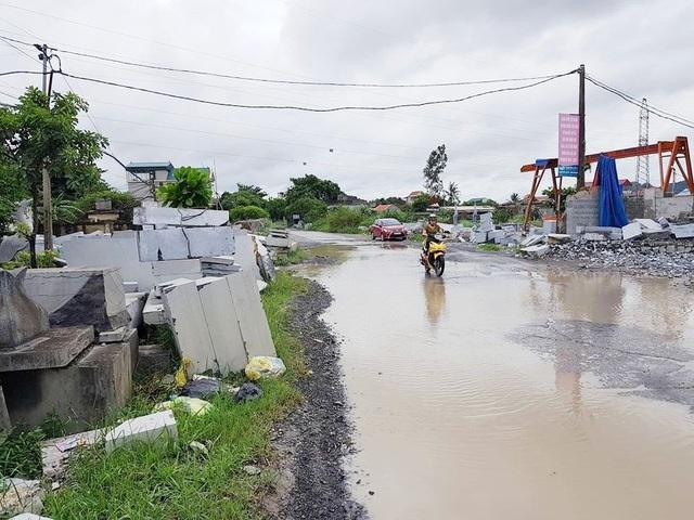 Mỗi khi đi trên con đường nông thôn mới là cực hình đối với người dân xã Ninh Vân.