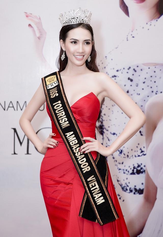 Phan Thị Mơ đại diện Việt Nam tham dự cuộc thi Hoa hậu đại sứ du lịch thế giới 2018 ở tuổi 28