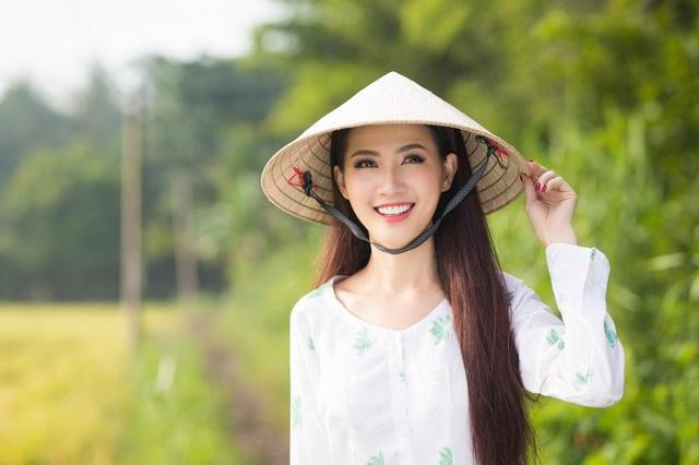 Phan Thị Mơ với nét đẹp rạng rỡ, duyên dáng của cô gái miền Tây Nam bộ.