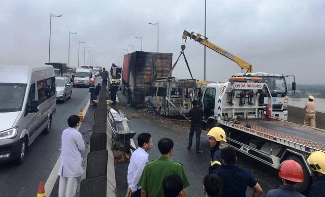 Vụ tai nạn làm 2 người trên xe khách tử vong.
