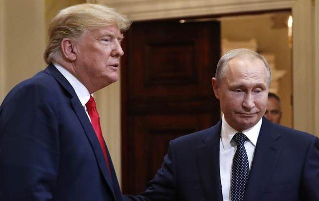 Tổng thống Donald Trump và người đồng cấp Nga Putin gặp nhau tại Phần Lan ngày 16/7 (Ảnh: Reuters)
