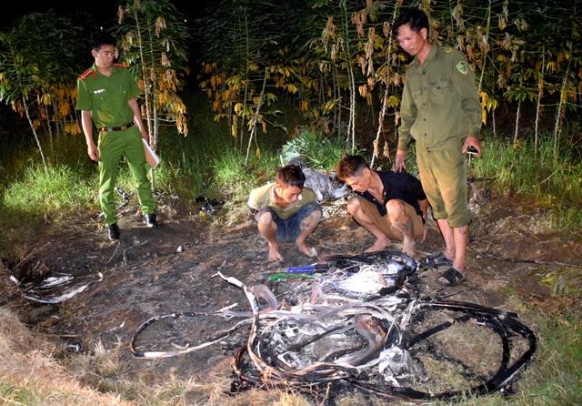 Hai đối tượng cắt trộm cáp viễn thông bị Công an huyện Thăng Bình tạm giữ