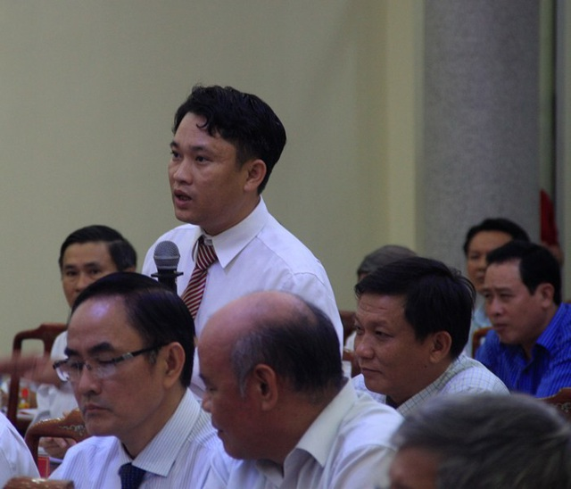 Ông Phạm Quang Ân bày tỏ sự lo lắng vì các trường đào tạo quá ngắn và học viên không biết học xong sẽ nhận bằng chính quy hay là chứng chỉ.