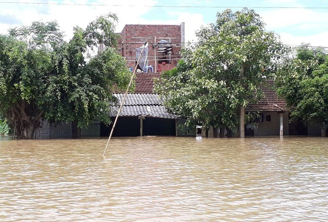 Nhiều nhà dân đã bị nhấn chìm, có những nơi nước lụt ngập đến nửa nhà