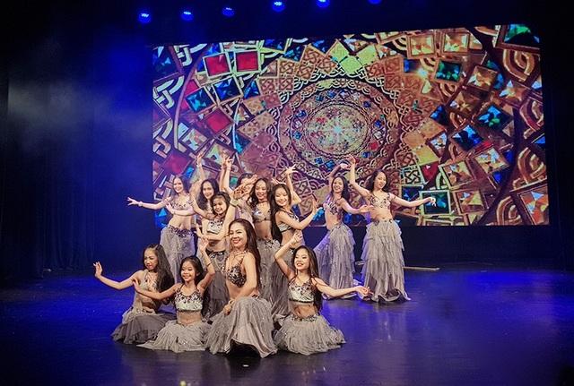 Màn trình diễn mang âm hưởng của nền văn hóa Trung Đông huyền bí, cuốn hút của thầy trò nghệ sĩ Đỗ Hồng Hạnh