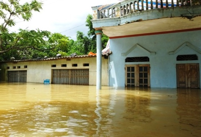 Chỉ trong vòng một đêm, có những nơi nước đã ngập sâu hơn 2m