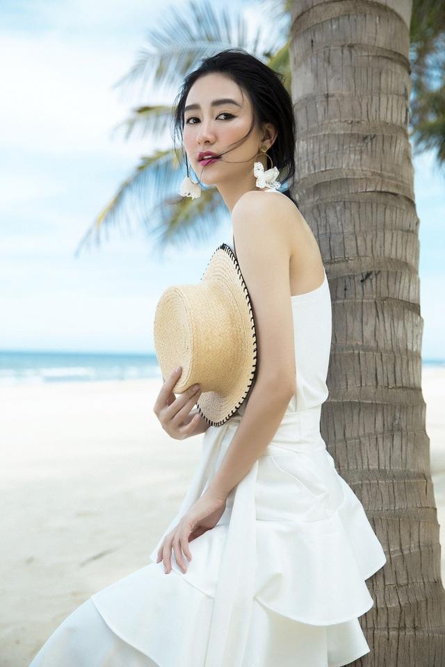Nhân dịp đánh dấu tuổi mới, Hà Thu và ekip vừa thực hiện và chia sẻ những hình ảnh mới nhất tại bãi biển tuyệt đẹp của Việt Nam.