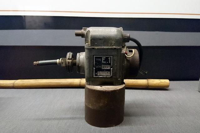 Các tù nhân nữ thường bị tra tấn bằng hình thức giật điện từ chiếc máy quay điện này.