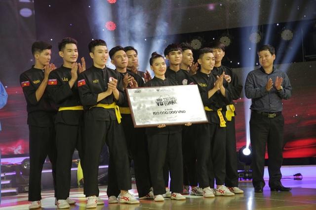 Vị trí Á quân thuộc về nhóm Lửa Thiêng và nhóm IVS với giải thưởng 150 triệu đồng mỗi giải.