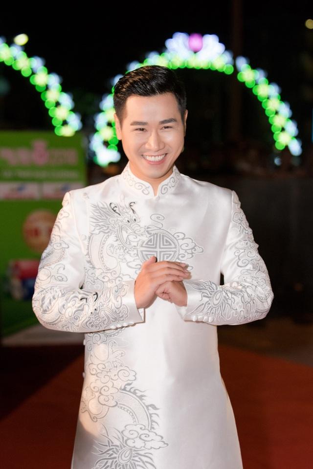 MC Nguyên Khang.