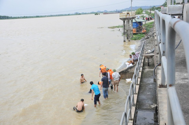 Bộ trưởng Nguyễn Xuân Cường kiểm tra tình hình mưa lũ tại Ninh Bình - 4
