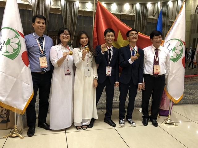 Đoàn học sinh Việt Nam tham dự cuộc thi Olympic Sinh học quốc tế 2018