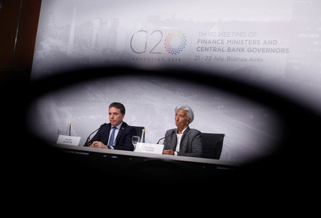 Giám đốc Điều hành IMF Christine Lagarde trả lời họp báo cùng Bộ trưởng Tài chính Argentina Nicolas Dujovne. Ảnh: Rueters