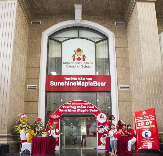 Chuỗi hệ thống giáo dục của Sunshine Group được xây dựng và phát triển đồng bộ từ trường mầm non (mang thương hiệu Maple Bear Canada tại tất cả các dự án), trường Tiểu học (tại dự án Sunshine Riverside) tới hệ thống trường liên cấp hoàng gia sắp được xây dựng ngay trong khu đô thị Nam Thăng Long (Hà Nội).