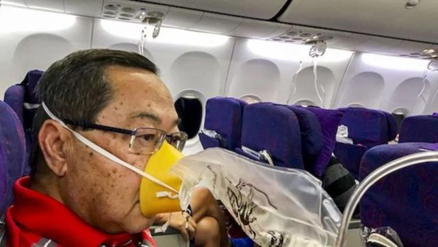 Hành khách nghi ngờ mặt nạ dưỡng khí không có oxy