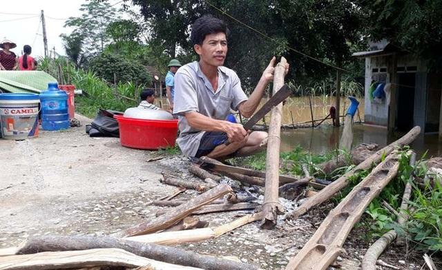Mặc dù nước lũ đã rút, nhưng người dân vẫn chưa thể trở về nhà.
