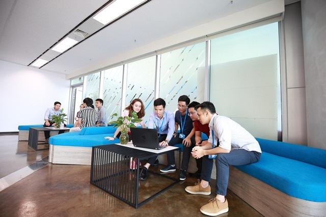 Nhân viên của nhóm Dynamics sẽ có cơ hội làm việc hàng ngày trong môi trường quốc tế, với sự hỗ trợ, cộng tác bởi các đồng nghiệp có trình độ và dày dặn kinh nghiệm