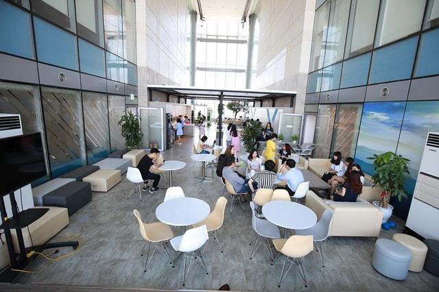 Tek Experts sở hữu 2 văn phòng lớn ngay tại trung tâm của Thủ đô Hà Nội với những không gian tuyệt vời dành cho nhân viên nghỉ ngơi, cân bằng lại sau giờ làm việc.