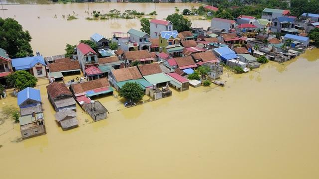 Theo người dân Bùi Xá, mức độ ngập năm nay cao hơn hồi tháng 10 năm 2017.