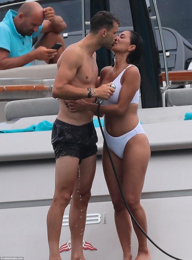 Nicole Scherzinger hạnhphúc bên bồ 9X trong kỳ nghỉ ở St. Tropez hồi cuối tuần