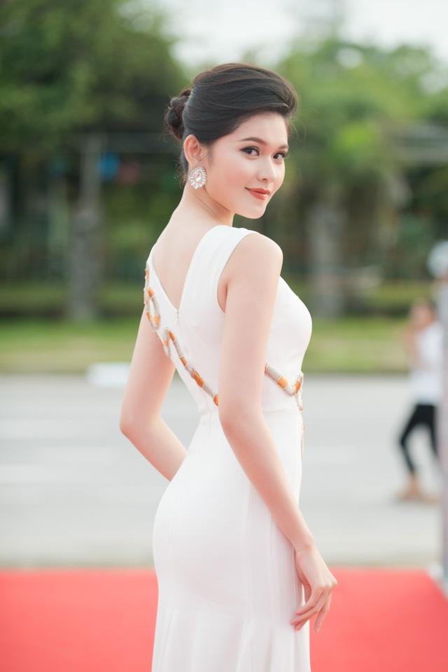 Ngay sau khi kết thúc chương trình, cô tiếp tục di chuyển ra thị xã Cửa Lò, Nghệ An tham dự vòng chung khảo phía Bắc Hoa hậu Việt Nam 2018. Cô tiếp tục chọn sắc trắng để khoe nhan sắc cuốn hút. Đặc biệt, Thùy Dung đảm nhận dẫn chương trình khu vực thảm đỏ cùng MC Thái Dũng.