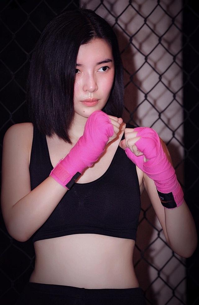Cao Thái Hà miệt mài học võ.