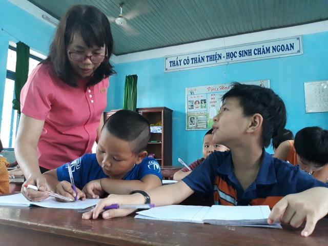Nhận thấy việc làm ý nghĩa của cô Võ Thị Xuân, nhiều giáo viên trẻ của phường Trần Phú đã tham gia dạy hè miễn phí cho học sinh khó khăn