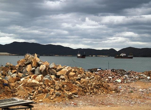 Doanh nghiệp đổ đất, đá khi chưa được cấp phép, lãnh đạo tỉnh yêu cầu làm rõ.