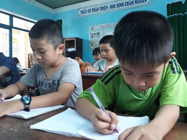 Những lớp học thêm miễn phí giúp học sinh có hoàn cảnh gia đình khó khăn có điều kiện học tập tốt hơn