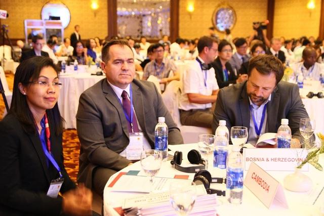 Các đại biểu từ nhiều quốc gia trên thế giới về tham dự hội thảo quốc tế
