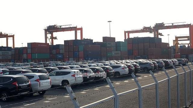 Tại Cảng Tân Vũ, Hải Phòng, có hàng ngàn xe thuộc các hãng Toyota, Mitsubishi, Ford, Nissan, Honda nhập về.