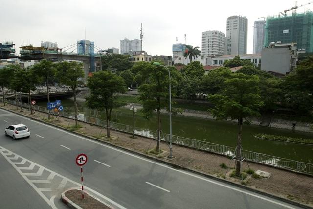 Nước sông Tô Lịch chuyển màu xanh như nước hồ Gươm - 12