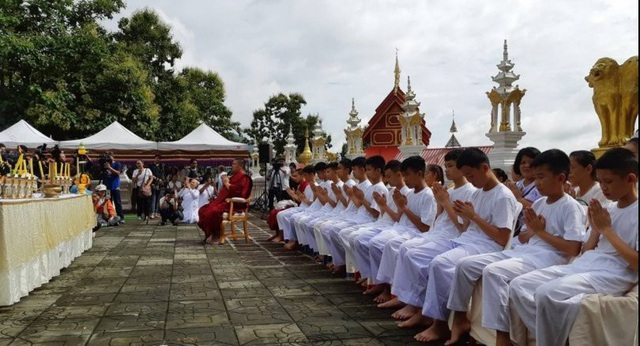Reuters cho biết, buổi lễ bắt đầu vào sáng nay 24/7 tại chùa Wat Phra That Doi Wao và được phát trực tiếp trên trang Facebook của chính quyền địa phương tỉnh Chiang Rai. (Ảnh: Reuters)