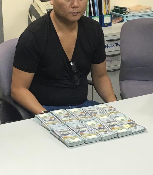 Du khách Nhật xuất cảnh cùng 100.000 USD nhưng không khai báo hải quan - 1