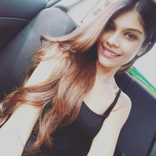 Joanna sinh ra và lớn lên ở Malaysia, cô mang trong mình một phần dòng máu Ấn Độ.
